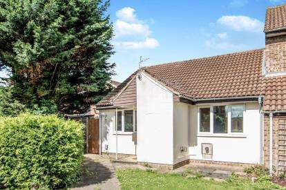 2 Bedrooms Bungalow for sale in Hindburn Close, Bedford, Bedfordshire
