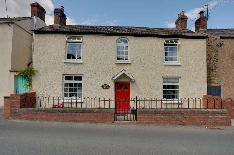 3 Bedrooms Detached House for sale in The Square, Ruardean, Gloucestershire. GL17 9TJ