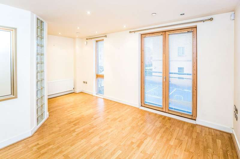 3 Bedrooms Apartment Flat for rent in Earls Villas, The Square, Chester