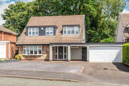 4 Bedrooms Detached House for sale in Nirvana Close, Cannock, Staffordshire