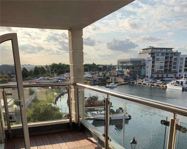 2 Bedrooms Apartment Flat for sale in Hamilton Quay, Eastbourne, East Sussex