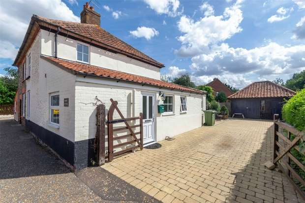 2 Bedrooms Semi Detached House for sale in Bawdeswell