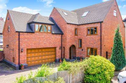 5 Bedrooms Detached House for sale in Gorsey Lane, Cannock, Staffordshire, .