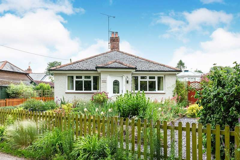 3 Bedrooms Detached Bungalow for sale in Copse Road, Overton, Basingstoke, Hampshire, RG25