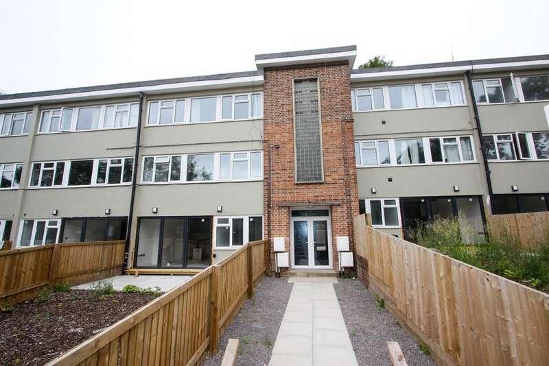 2 Bedrooms Flat for sale in Queens Court, Brimscombe, Stroud, GL5 2TN