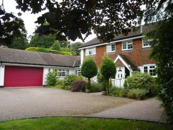 4 Bedrooms Detached House for sale in Grayshott, Hindhead, Surrey