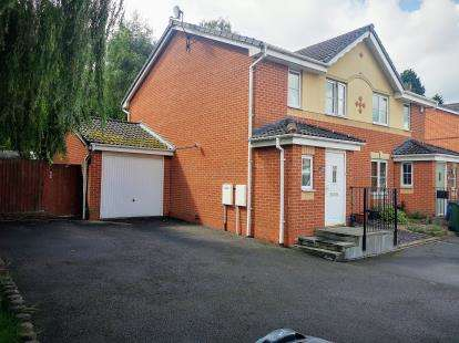 3 Bedrooms Semi Detached House for sale in Burton Grove, Old Hill, Cradley Heath, West Midlands