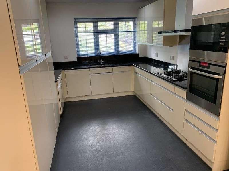 2 Bedrooms Apartment Flat for rent in Park Street, Camberley, Surrey, GU15 2JB