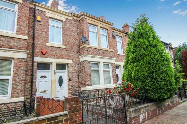 3 Bedrooms Apartment Flat for sale in Claremont North Avenue, Gateshead, Tyne And Wear, NE8 1RH