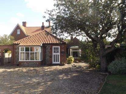 2 Bedrooms Bungalow for sale in East Runton, Cromer, Norfolk