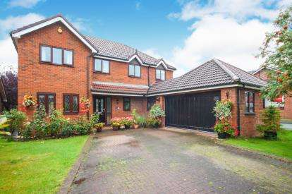 5 Bedrooms Detached House for sale in Swallow Court, Winsford, Cheshire