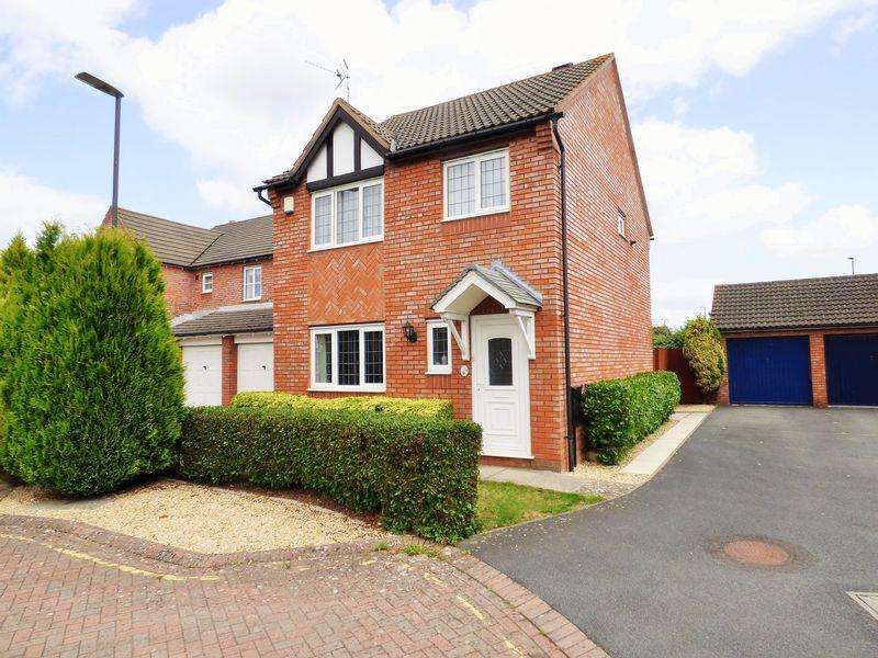 3 Bedrooms Detached House for sale in Cadbury Close, Hucclecote, Gloucester