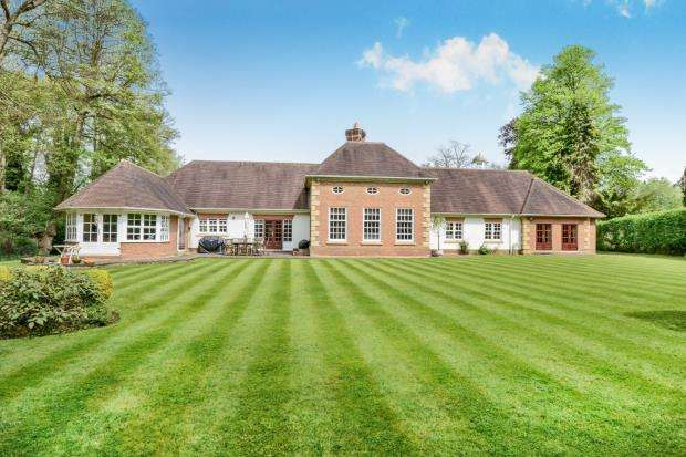 5 Bedrooms Detached House for sale in Copsem Lane, Oxshott, Surrey
