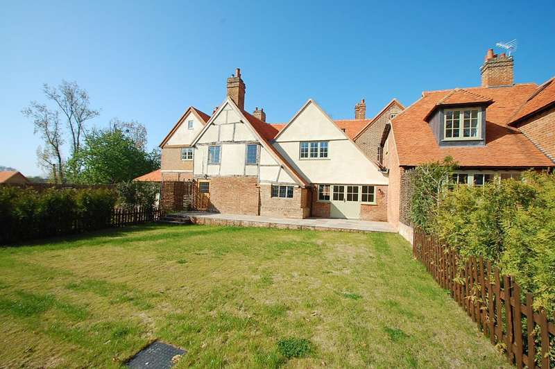 4 Bedrooms Terraced House for sale in Mopes Farmhouse, Denham Lane, Chalfont St. Peter, SL9