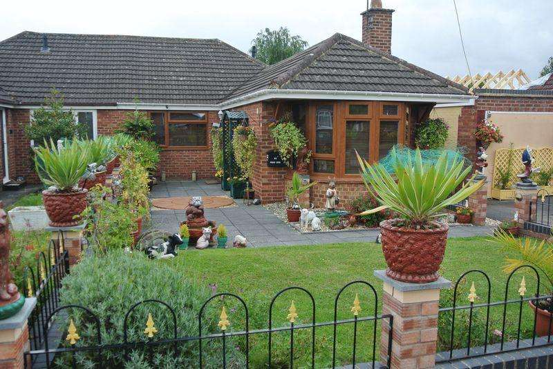 3 Bedrooms Semi Detached Bungalow for sale in Oxstalls Drive, Gloucester