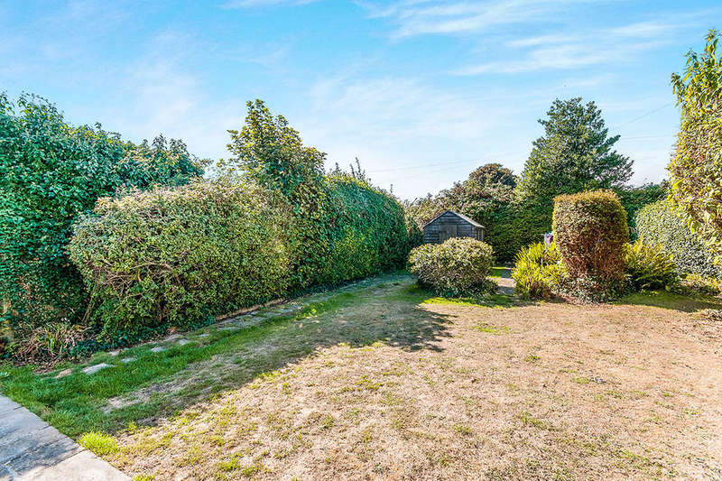 3 Bedrooms Detached Bungalow for sale in St. Peters Road, Broadstairs, CT10