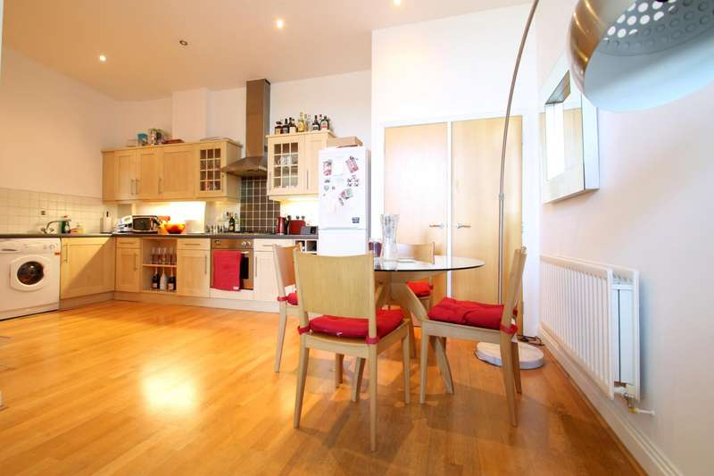 2 Bedrooms Flat for rent in Streamline Mews, East Dulwich