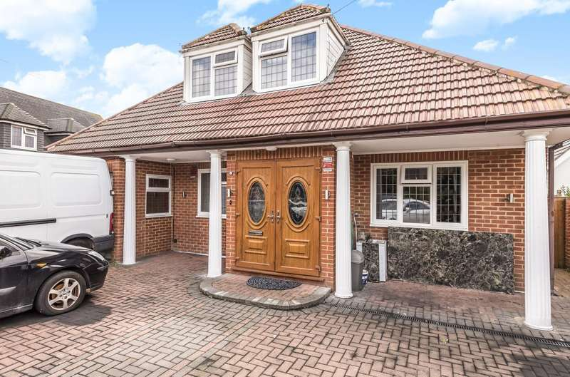 4 Bedrooms Chalet House for sale in Chertsey Lane, Staines-Upon-Thames, TW18