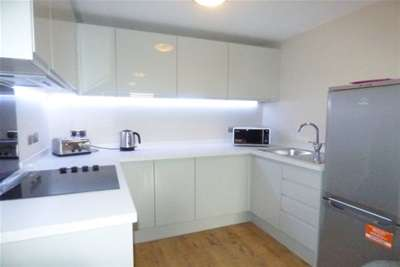 2 Bedrooms Flat for rent in Jesse Hartley Way, L3