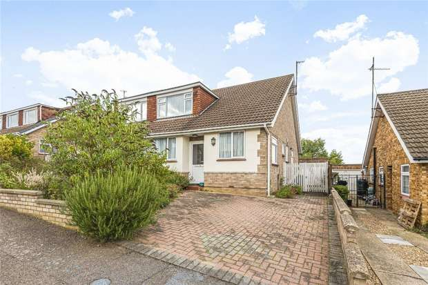3 Bedrooms Semi Detached Bungalow for sale in Curlew Crescent, Bedford