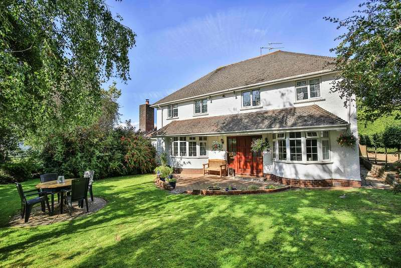 5 Bedrooms Detached House for sale in Cog Road, Sully, Penarth