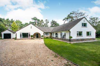 4 Bedrooms Bungalow for sale in Ringwood, Hampshire, .