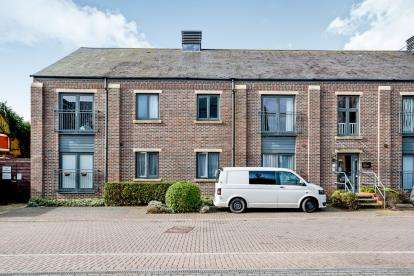 2 Bedrooms Flat for sale in 4 Searle Drive, Priddy's Hard, Gosport