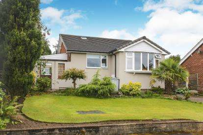 2 Bedrooms Bungalow for sale in Heysbank Road, Disley, Stockport, Cheshire