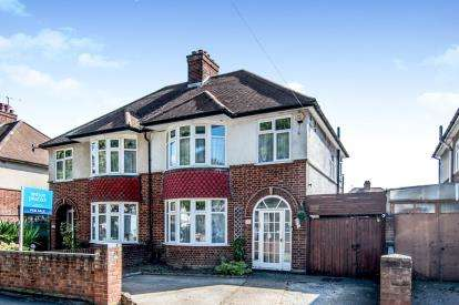 3 Bedrooms Semi Detached House for sale in Elstow Road, Bedford, Bedfordshire