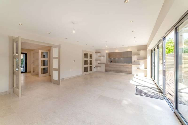 8 Bedrooms House for sale in Brinsdale Road, Hendon, NW4