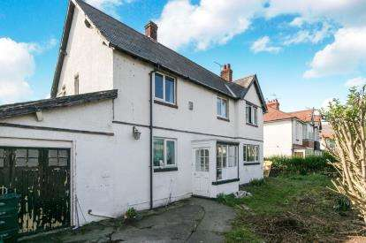 3 Bedrooms Detached House for sale in Marine Road, Pensarn, Abergele, Conwy, LL22