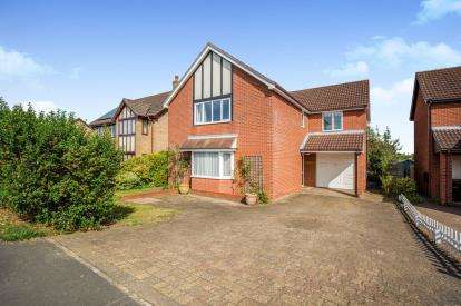 4 Bedrooms Detached House for sale in Wymondham, Norfolk