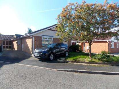 3 Bedrooms Bungalow for sale in Aviemore Drive, Fearnhead, Warrington, Cheshire