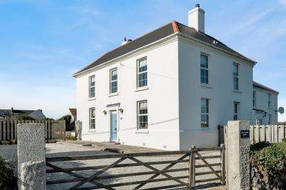 4 Bedrooms Detached House for sale in The Lizard, Helston, Cornwall