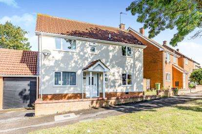 4 Bedrooms Detached House for sale in Walgrave Drive, Bradwell, Milton Keynes, Buckinghamshire