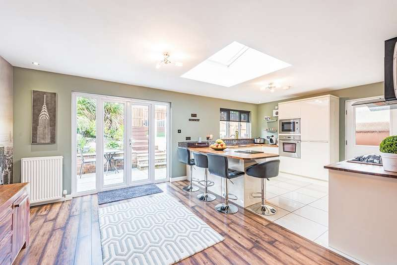 4 Bedrooms Detached House for sale in Robert Philp Road, Kirkcaldy, Fife, KY2