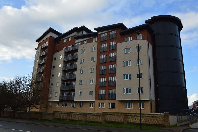 2 Bedrooms Flat for rent in Aspects Court, Slough, SL1