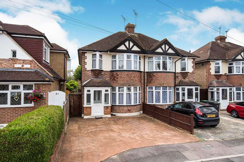 3 Bedrooms Semi Detached House for sale in Romney Close, Chessington, Surrey, KT9