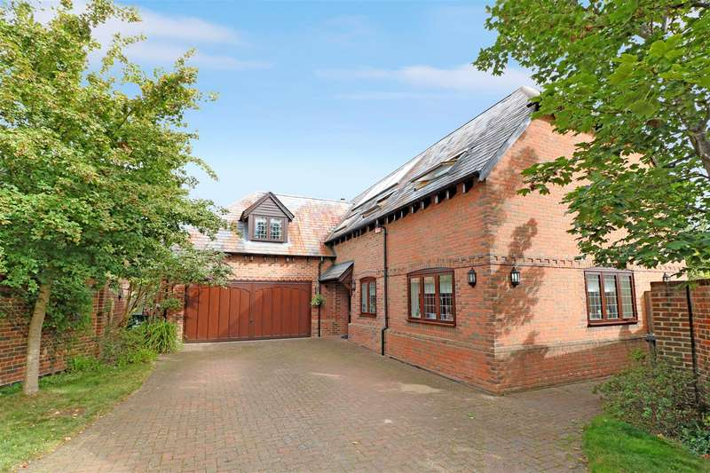 4 Bedrooms Detached House for sale in Chandler Close, Tilehurst, Reading