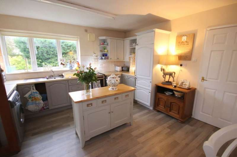 3 Bedrooms Detached Bungalow for sale in Sheppenhall Grove, Aston, Nantwich, CW5