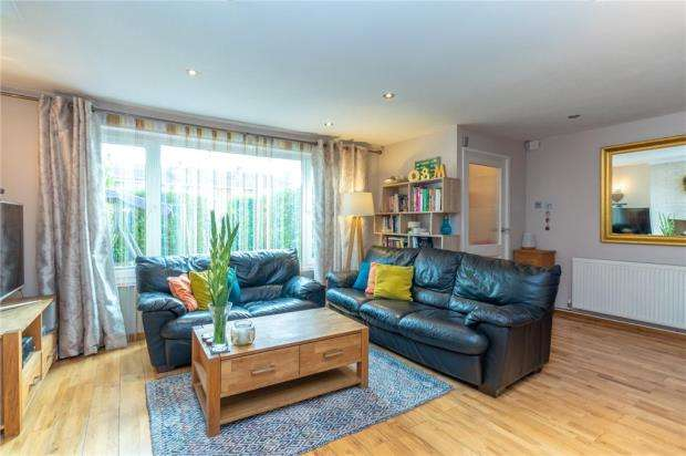 3 Bedrooms Terraced House for sale in Lynden Close, Holyport, Maidenhead