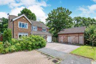 5 Bedrooms Detached House for sale in Toftwood Close, Pound Hill, Crawley, West Sussex