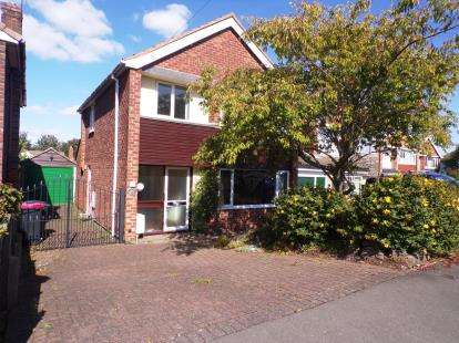 3 Bedrooms Detached House for sale in Florence Close, Atherstone, Warwickhire