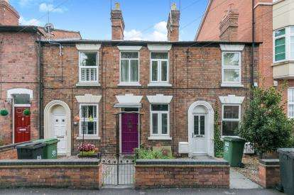 2 Bedrooms Terraced House for sale in Portland Street, Worcester, Worcestershire