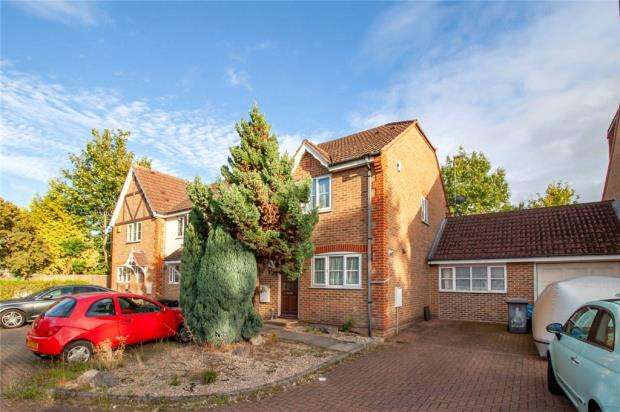 3 Bedrooms End Of Terrace House for sale in Blackthorn Close, Earley, Reading