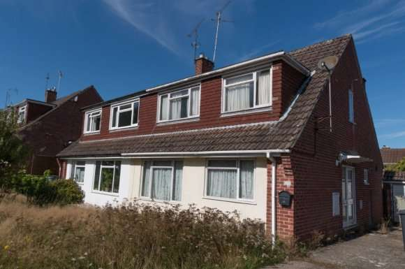 3 Bedrooms Semi Detached House for sale in Sedgefield Road, Racecourse, Newbury, RG14