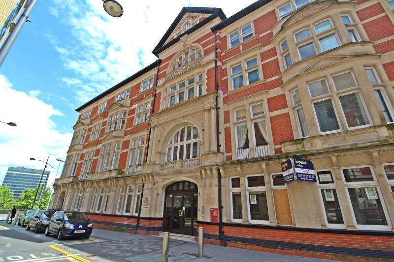 2 Bedrooms Apartment Flat for rent in Kings Court, High Street - Newport NP20 1FQ