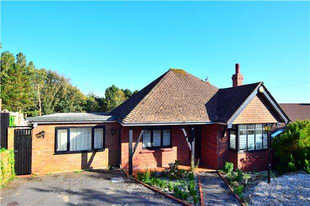 3 Bedrooms Detached Bungalow for sale in Elphinstone Road, HASTINGS, East Sussex, TN34 2AG