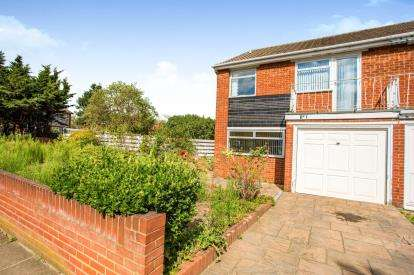 3 Bedrooms Semi Detached House for sale in Farm Close, Southall, Middlesex, London