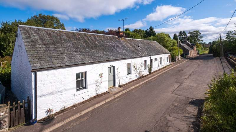 3 Bedrooms Detached House for sale in Roslyn, School Road, Guildtown, Perth, Perthshire, PH2